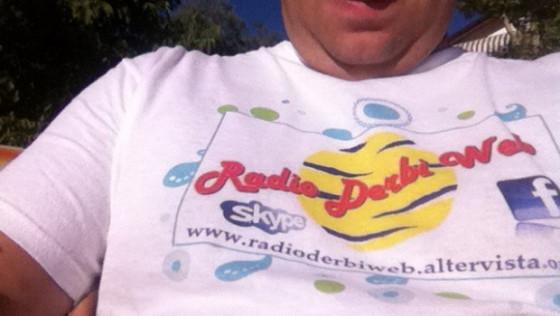 La Prima Maglia che ricorda il logo storico e il precedente  sito della Radio.