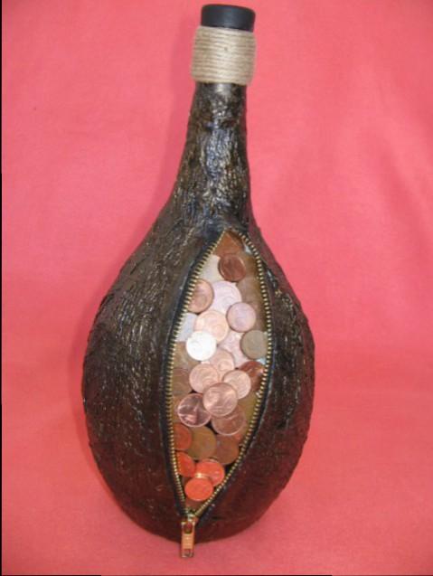 bottiglia con monete