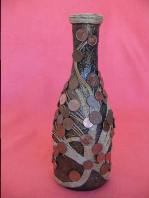 bottiglia con monete e spago