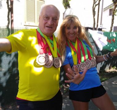 Marcello con le 10 medaglie di ogni maratona terminata