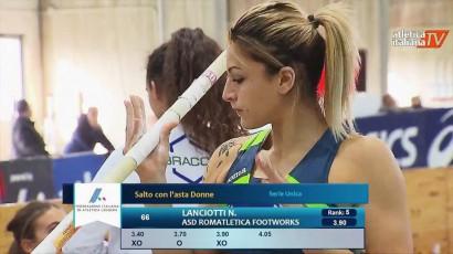 Nikita concentrata per la prima prova a 4m05