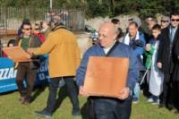 il nostro carissimo don Massimo nell'ultimo convegno di Gaeta mentre depone un mattone per il monumento della memoria delle Due Sicilie