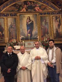 Foto gruppo dinanzi all'immagine della Vergine Immacolata